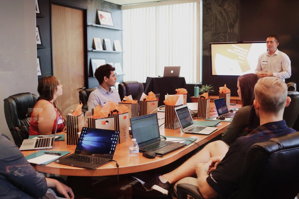 Reunión de una empresa con código LEI